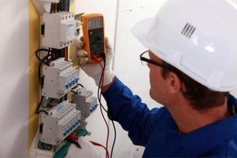 reparacion de enchufes con electricistas Santa Pola 24h