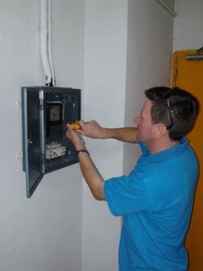 equipo de electricistas Dénia urgentes