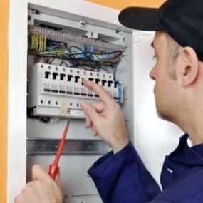 nuestros electricistas Elda urgentes son profesionales